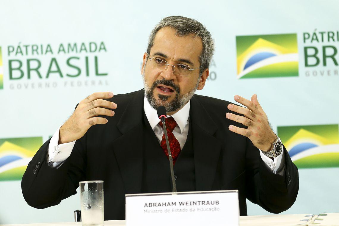 """mcmgo abr 020520194042df - Na Câmara, ministro diz que Brasil """"gasta demais"""" com a área da educação"""