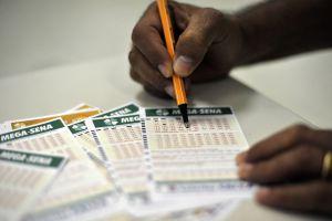 megasenadsc 5262 300x200 - SORTEIO: Mega-Sena acumula e próximo concurso pode pagar R$ 42 milhões