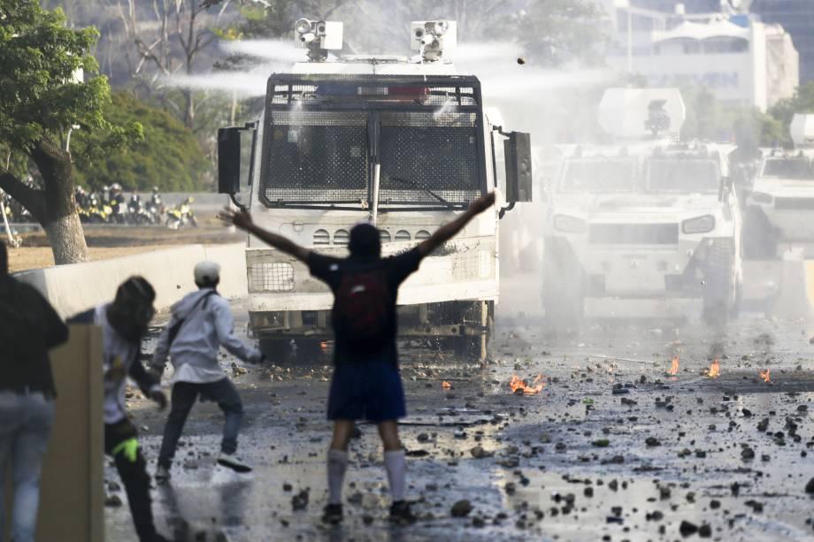 mundo crise venezuela 20190501 040 copy - Juan Guaidó conclama população venezuelana a marchar para frente dos quartéis