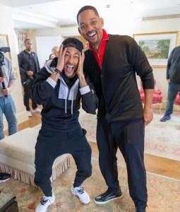 neymarwill 255x300 - Neymar recebe visita surpresa de Will Smith durante divulgação do filme 'Aladdin' em Paris