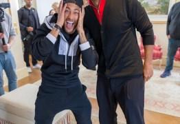 Neymar recebe visita surpresa de Will Smith durante divulgação do filme 'Aladdin' em Paris