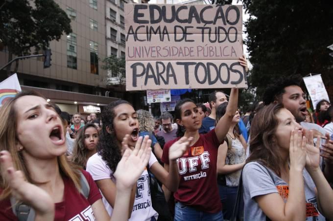 protest - Após protestos, governo libera verba para Educação, mas bloqueio ainda é de R$ 5,8 bi
