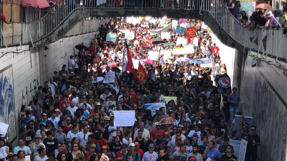 protesto miguel couto - 'IDIOTAS NÃO, RESPONSÁVEIS PELO FUTURO DA NAÇÃO':UNE rebate declaração de Jair Bolsonaro