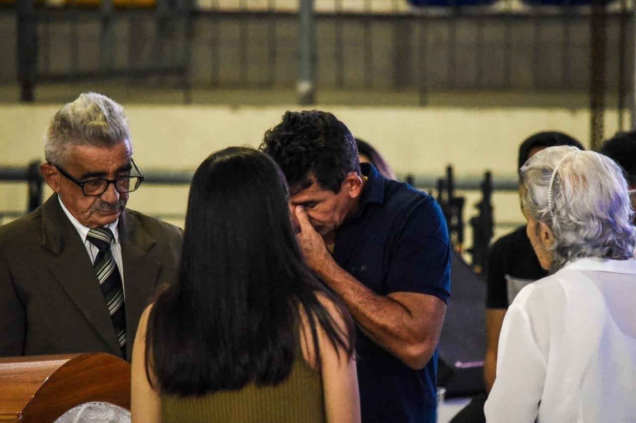 velorio gd 28052019081810455 - ADEUS A GABRIEL DINIZ: Fãs, familiares e amigos se despedem do cantor em João Pessoa - VEJA VÍDEO
