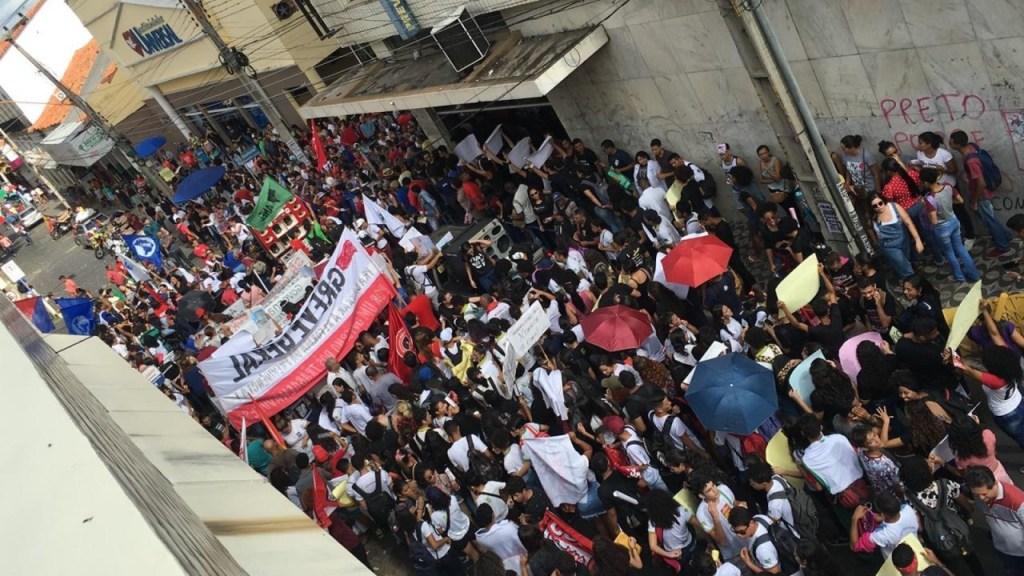 whatsapp image 2019 05 15 at 09.11.15 1024x576 - Cidades brasileiras têm atos contra bloqueios na educação