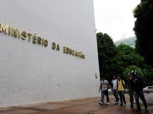 15835268074 bb2e0103cb b 868x644 300x223 - SEM CORTES: Justiça manda MEC suspender bloqueio em universidades