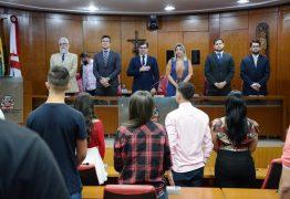 Estudantes recebem certificados de conclusão do estágio-visita 'Aprendiz de Vereador'