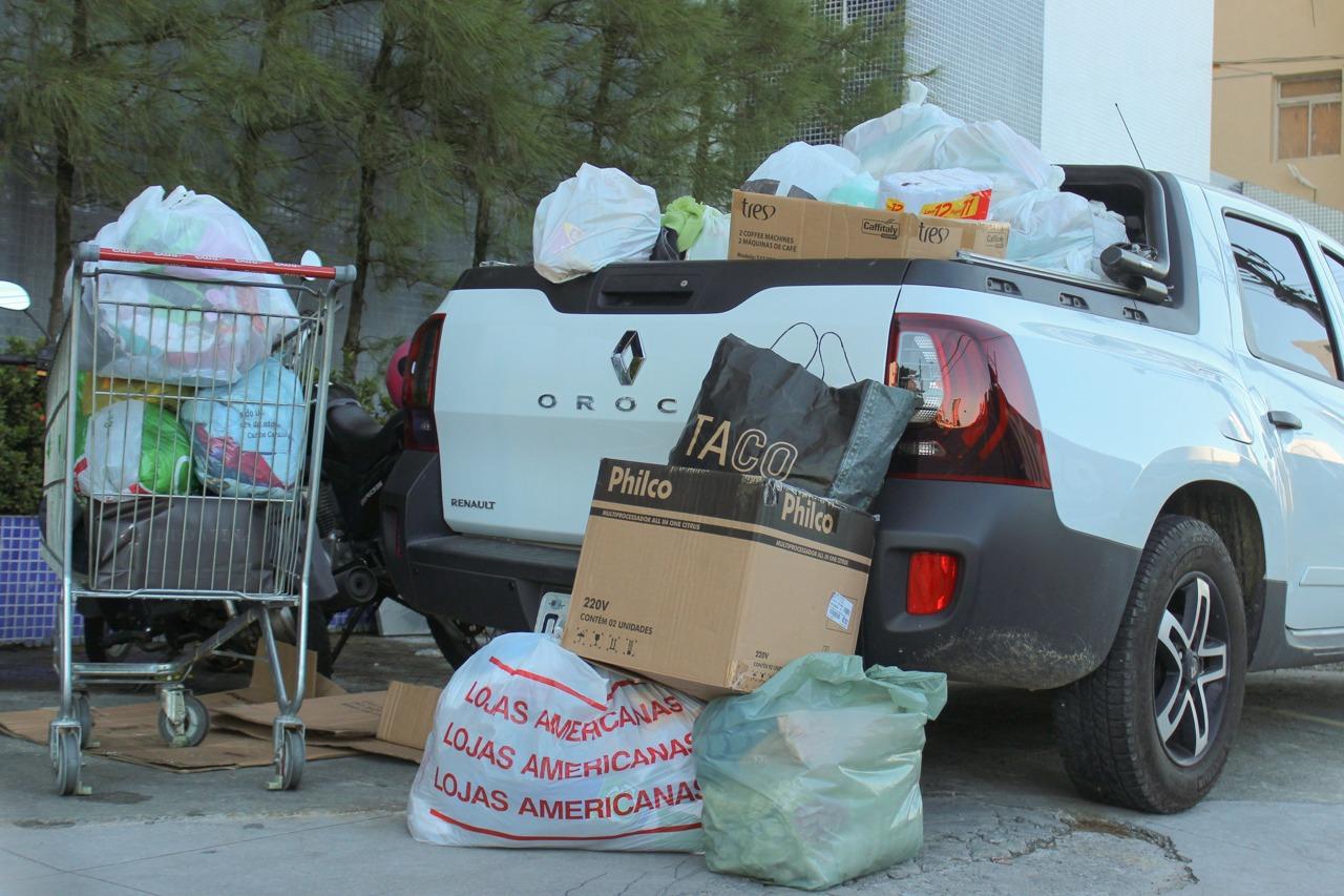 1fc7933d 62b1 448c 9e59 fafa6a17aebd - Eduardo entrega doações para desabrigados das chuvas em diversas regiões de João Pessoa