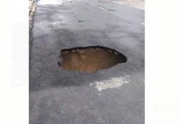 Chuva forte deste domingo abre buraco em Avenida de João Pessoa – VEJA VÍDEO