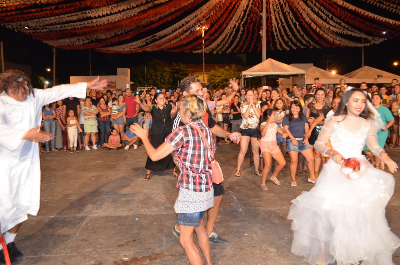 Casamento matuto - Casamento Matuto empolga público que comparece ao Xamegão na noite de quarta-feira