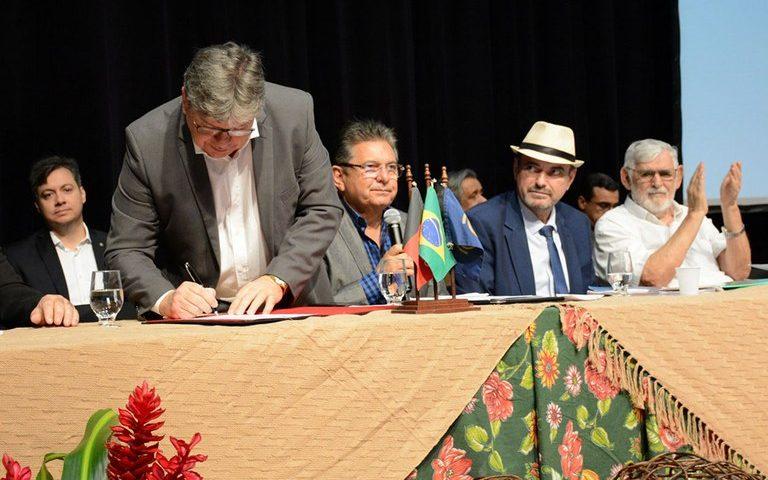 João Azevedo 4 768x480 - Azevêdo recebe propostas para desenvolvimento da agricultura na PB