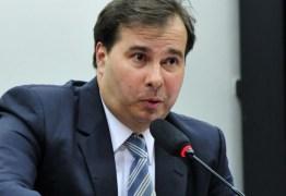 Rodrigo Maia defende fim da estabilidade de servidores públicos: '100% a favor'