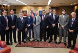 Júnior Araújo registra reunião com o Ministro João Batista, e destaca a importância de defender as causas de Cajazeiras e região