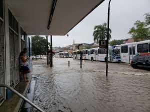WhatsApp Image 2019 06 13 at 09.47.16 1 300x225 - TRANSTORNOS: chuvas intensas provocam alagamentos em bairros de João Pessoa - Veja Fotos