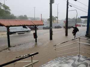 WhatsApp Image 2019 06 13 at 09.47.16 2 300x225 - TRANSTORNOS: chuvas intensas provocam alagamentos em bairros de João Pessoa - Veja Fotos