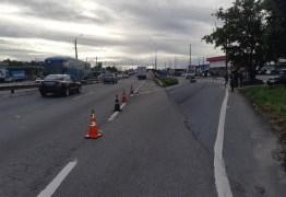 Adolescente de 13 anos e mãe ficam em estado grave em colisão entre micro-ônibus e motocicleta na BR-230