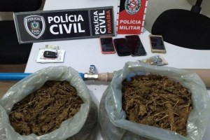apreensao alhandra 300x200 - OPERAÇÃO: Polícia apreende drogas e prende suspeitos de tráfico em Alhandra