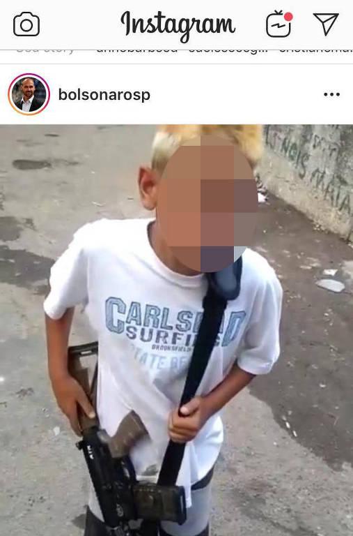 bolsonaro 1 2 - Eduardo Bolsonaro posta vídeo de criança com arma nas mãos e infringe o ECA