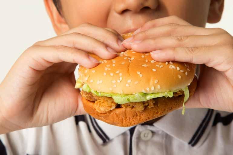 crianças obesas - Família precisa 'entrar na linha' para ajudar crianças no combate à obesidade