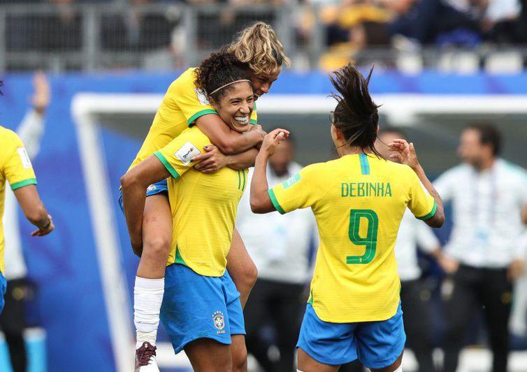 cristiane comemoracao - Seleção defende liderança do Grupo C contra a Austrália