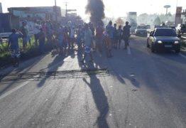 ALAGAMENTOS: moradores de comunidade voltam a bloquear trânsito da BR-230