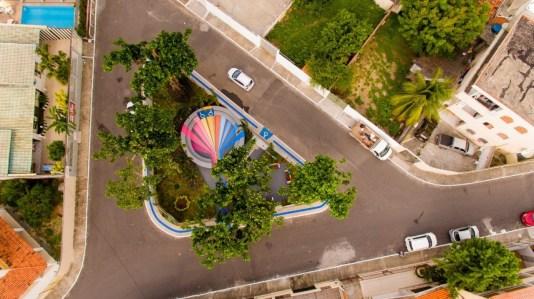 e36a8edc 1a5a 4f3a b717 32836efc3fe1 300x168 - 'Pracinha dos Gays': Cidade chama atenção com praça inspirada na temática LGBT