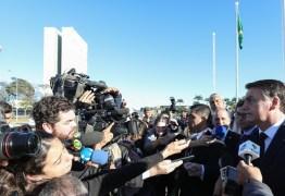 'Se quer levar mais de 10 quilos, pague', diz Bolsonaro após veto a bagagem gratuita