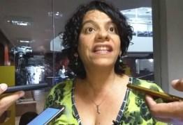 """Estela revela indignação e abre todos os sigilos para a Calvário: """"Tenho pressa"""""""
