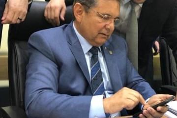 galdino celular 1 - Galdino descarta concurso público na ALPB em 2019, mas revela processo de aposentadoria de pelo menos 100 efetivos já este ano