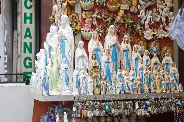 iStock 512620014 - FÉ X COMÉRCIO: Papa acaba com a empresa dos milagres em Lourdes