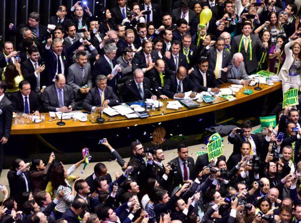 impeachment camara zeca ribeiro camara dos deputados 868x644 300x223 - Deputados gastaram mais de R$ 2 milhões em quatro meses com viagens e missões oficias