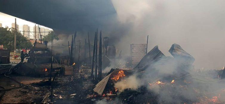 incendio sp2 - TRAGÉDIA: Incêndio em ponte de São Paulo afeta cerca de 50 famílias