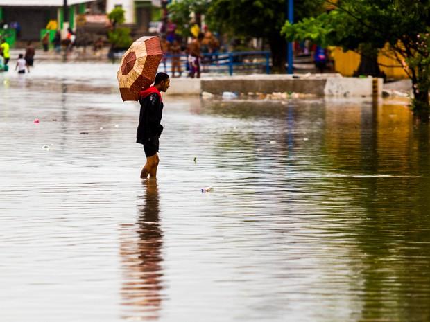 jl 12 1 - Água da chuva acumulada pode causar febre tifoide e leptospirose e sintomas são confundidos com os da dengue