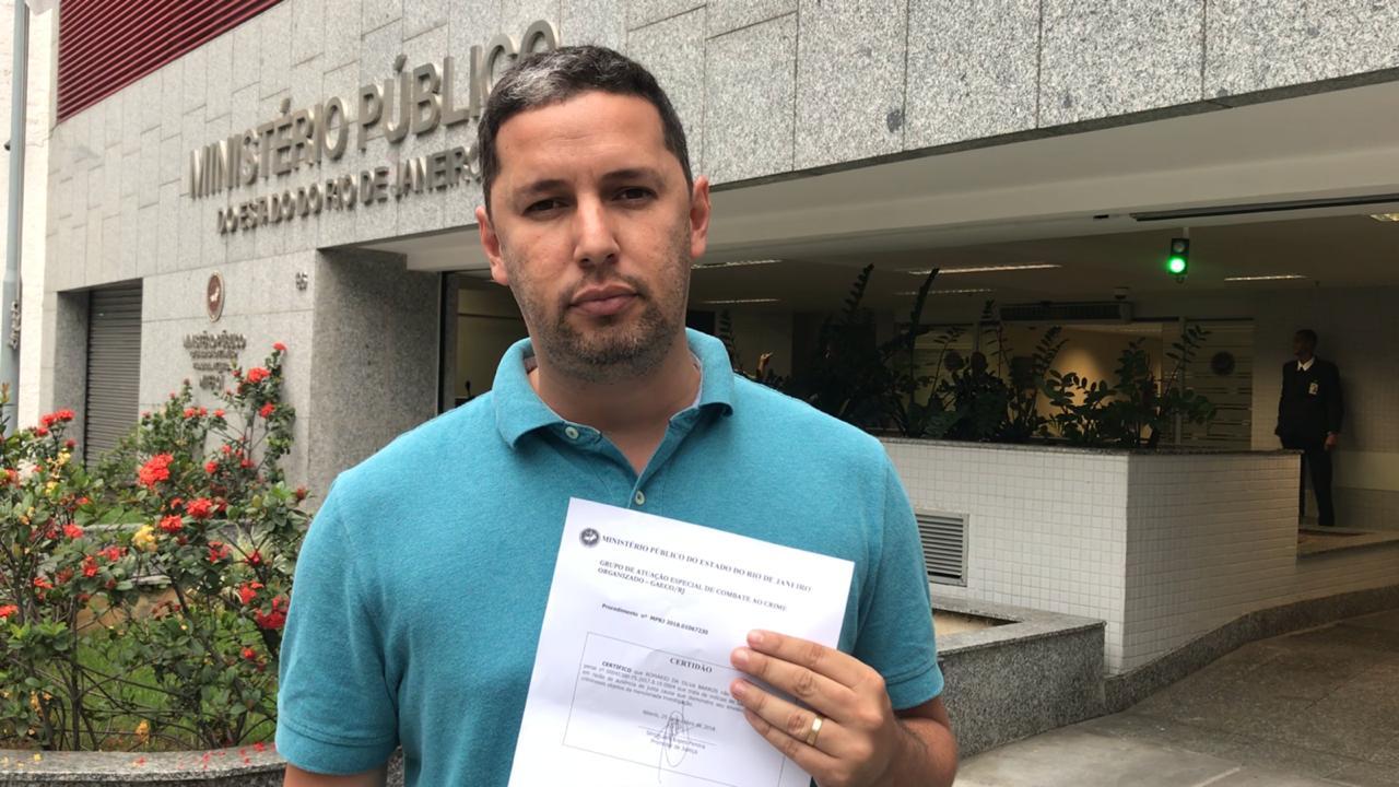 jornalista romário da silva barros - Câmera de segurança grava momento em que homem encapuzado mata jornalista - VEJA VÍDEO