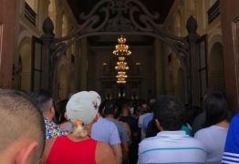 Missa de sétimo dia do cantor Gabriel Diniz reúne multidão na Basílica de Nossa Senhora das Neves