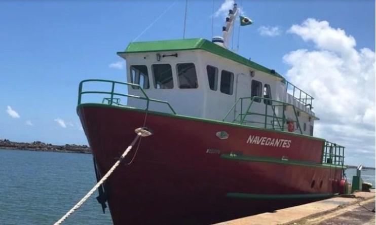 navegantes - RESGATE: Marinha do Brasil salva nove pessoas após naufrágio nas proximidades do litoral de João Pessoa