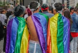 Polícia Civil investiga clínica de hipnose do DF que promete 'cura gay' em até seis meses; prática é proibida