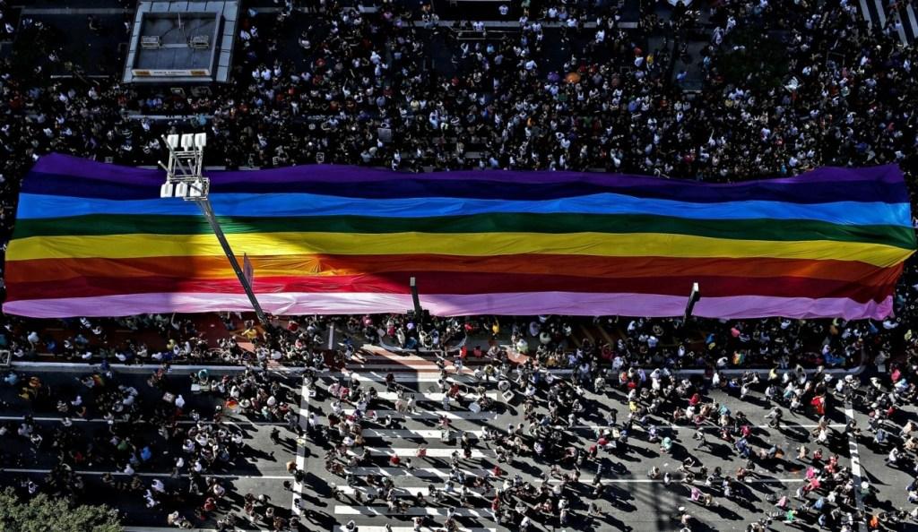 parada gay gdPavTK 1024x594 - Parada do Orgulho LGBT terá 19 trios e shows de Mel C, Iza, Karol Conká e Gloria Groove