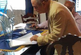Roberto Cavalcanti é parabenizado na Câmara dos Deputados por ter sido eleito o novo imortal na Academia Paraibana de Letras