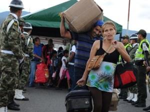 venezuela1 300x225 - FRONTEIRA: Milhares de venezuelanos entram na Colômbia após abertura da fronteira