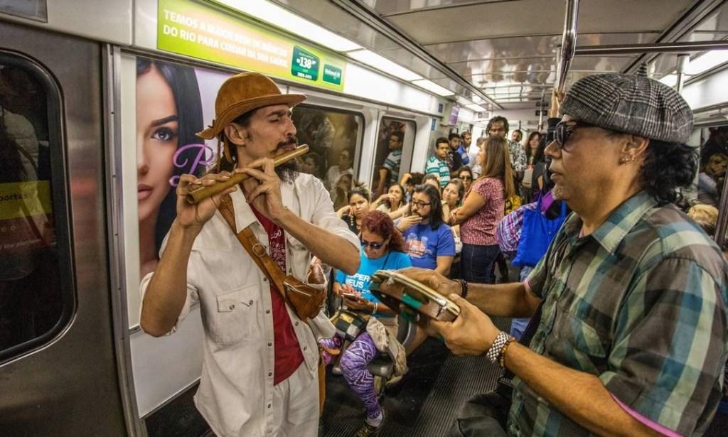 xartistas rua metro.jpg.pagespeed.ic .0gJ6GXVa04 1024x615 - 'GRITARIAS E RUÍDOS ESTRIDENTES': Justiça proíbe artistas de rua no metrô, após ação de Flávio Bolsonaro