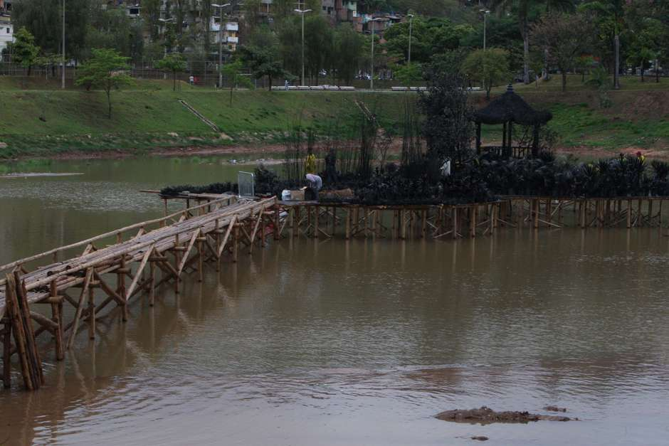 102013x11226z - Ladrão perseguido por população mergulha em barragem e morre