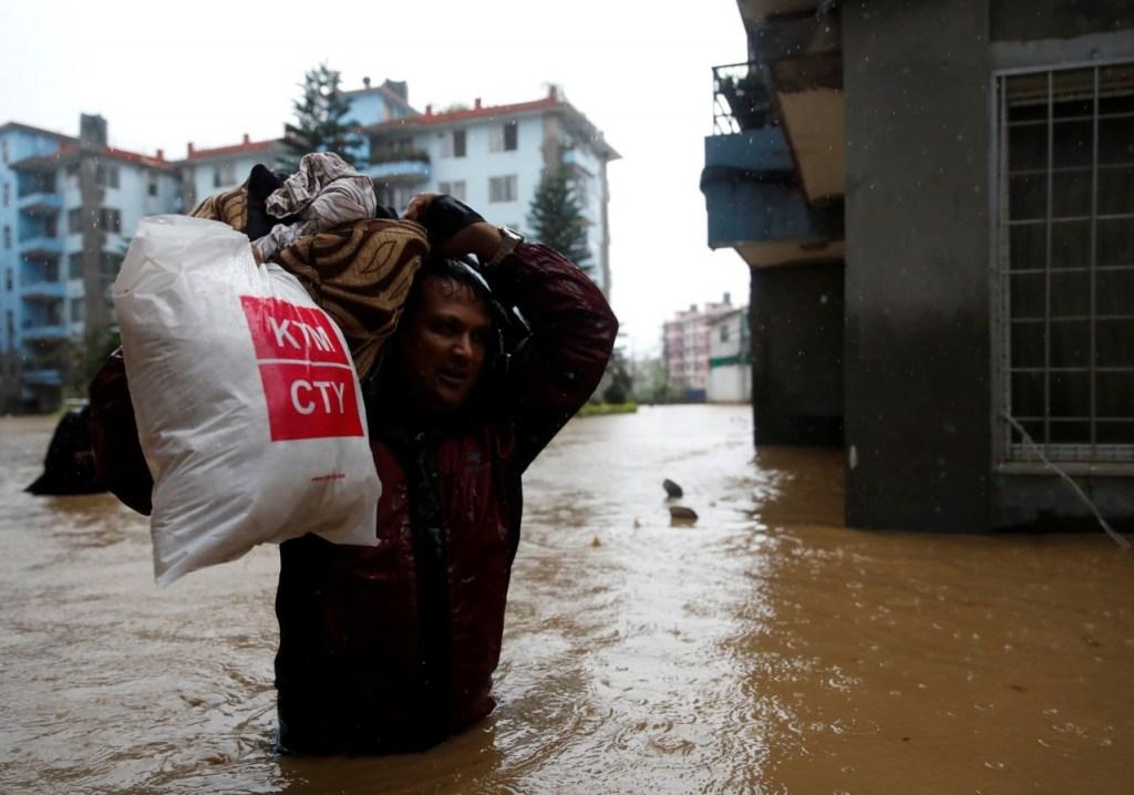 2019 07 12t134752z 1819589781 rc11356d0170 rtrmadp 3 nepal weather 1024x718 - Inundações na Índia, Nepal e Bangladesh deixam mais de 100 mortos e milhões de desalojados