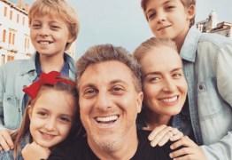 RECUPERAÇÃO: Luciano Huck e Angélica fazem missa em agradecimento a vida do filho