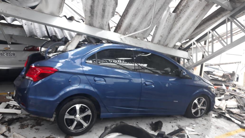277a8a67 2a1d 4c85 9a45 71d8ab94c9b1 - TRAGÉDIA EM CG: Teto da concessionária Chevrolet desaba e destrói veículos - VEJA VÍDEO