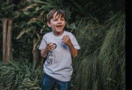 Menino com autismo severo fala nove idiomas com sete anos