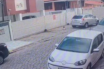Capturarf - INCONFORMADA COM SEPARAÇÃO: Quem é a mulher que ameaça atropelar a filha na frente da casa do ex? - VEJA VÍDEO