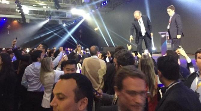 """Paulo Guedes 300x166 - Paulo Guedes diz que brasileiros são """"200 milhões de trouxas explorados"""", durante evento sobre mercado financeiro"""