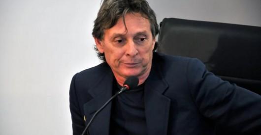 ROBERTO SANTIAGO - COM TORNOZELEIRA ELETRÔNICA E PROIBIDO DE FAZER TRANSAÇÕES FINANCEIRAS: Roberto Santiago é liberado após quatro meses de prisão - VEJA DECISÃO