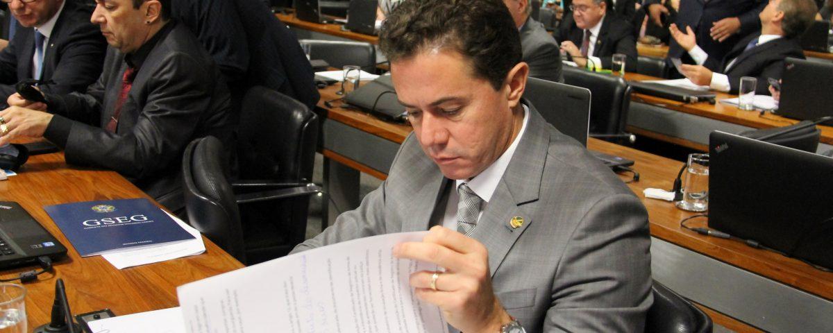 Com mais de 60 proposições apresentadas, Veneziano é o 4º Senador mais produtivo do Brasil